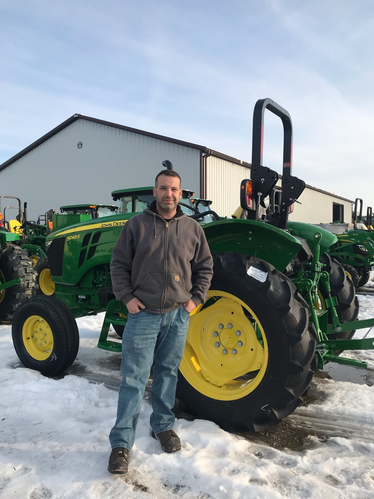 Switched over to the dark side new jd 5045e - AllisChalmers Forum